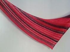 Lankaterapiaa: Punaista pikkusiskolle - Gravitate shawl