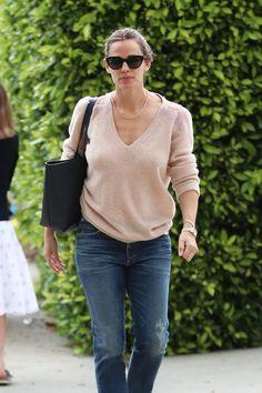 Jennifer Garner #JenniferGarner and Ben Affleck Take Kids to the Church 07/05/2017 http://ift.tt/2tPCPgx