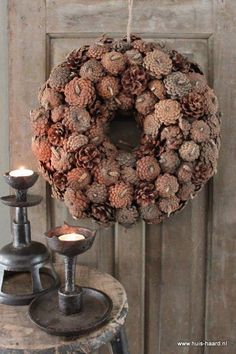 Krans dennenappels - Pinecones krans - Lilly is Love Cabin Christmas, Winter Christmas, Christmas Decorations For The Home, Tree Decorations, Wreaths For Front Door, Door Wreaths, Easter Wreaths, Christmas Wreaths, Pine Cone Flower Wreath