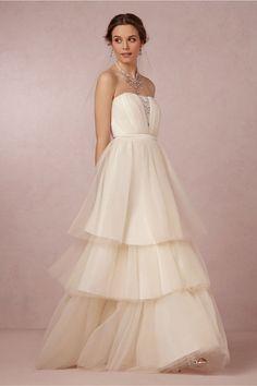 Robe de mariée esprit princesse glamour - Robe: BHLDN Modèle Faye - La Fiancée du Panda blog Mariage et Lifestyle