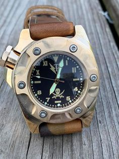 Cool Watches, Rolex Watches, Watches For Men, Leather Watch Box, Bronze, Hand Watch, Best Mens Fashion, Military Men, Seiko