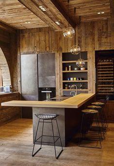 Un appartement comme un chalet à Megève – PLANETE DECO a homes world – Herzlich willkommen Luxury Kitchen Design, Luxury Kitchens, Interior Design Kitchen, Modern Interior Design, Interior Architecture, Tuscan Kitchens, Chalet Interior, Interior Doors, Luxury Interior