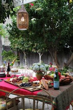 Outdoor, buffet, al fresco Esstisch Design, Design Jardin, Al Fresco Dining, Outdoor Dining, Outdoor Spaces, Outdoor Buffet, Patio Dining, Outdoor Events, Outdoor Entertaining