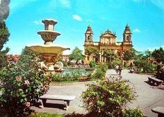 Parque Central con vista a la Catedral.