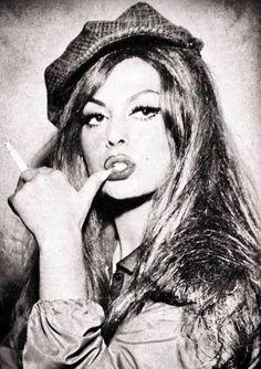 Türkan Şoray gibi bir kadın daha doğmayacak. Kimse aşkı Sezen Aksu gibi anlatmayacak. Ve ben; Bazı insanları asla affetmeyeceğim.