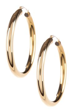 Gold hoop earnings has become the latest trend in the wedding jeweler market because of its beauty and versatility. - See more at: http://bridalsetsguide.com/gold-hoop-earrings/