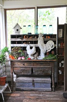 potting bench and white rooster and hen Cottage Style, Farmhouse Style, Farmhouse Decor, Porches, Potting Tables, Rooster Decor, Big Rooster, Rooster Kitchen, Chickens And Roosters