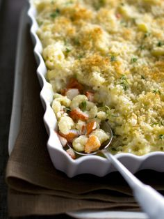 Main-Course Magic    Elevate a comfort food favorite (mac and cheese, in this case) by adding a special ingredient. To start, mix together traditional elbow pasta, a creamy roux sauce, chopped lobster and your favorite cheeses. Top with panko bread crumbs and bake until brown and bubbly. This dish is easy to prepare ahead of time and reheat at the party.