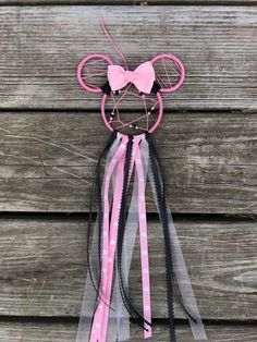 Pink and Black Minnie Mouse Disney Dreamcatcer Wall Hanging Minnie Mouse Room Decor, Minnie Mouse Party, Mickey Mouse, Disney Diy, Disney Crafts, Dream Catcher For Car, Dream Catchers, Disney Wall Decor, Diy Furniture Decor