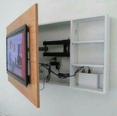 Bien que les télévisions actuelles soient plus discrètes avec leurs écrans plats, elles gâchent parfois la décoration soigneusement choisie pour le salon. Alors, comment faire pour réussir à les intégrer dans une pièce ? Nous avons trouvé plusieurs astuces pour les camoufler ou même pour en faire un véritable élément du décor. 1) Un meuble … More