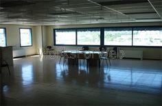 Nave logística en alquiler en Granollers, Barcelona  de 5.278m2 -Aislada de reciente construcción -Patios de maniobras  -Altura 8m -2 muelles de carga hidráulicos -4 puertas TIR -Instalación eléctrica -Oficinas y vestuarios acondicionados -Protección de incendios: BIES, detección, alarma... -Disponibilidad inmediata -Más información: www.estradapartners.com/naves/1117/Barcelona.html - Estrada  Asesores inmobiliarios - 932151650 - www.estradapartners.com - barcelona@estradapartners.com
