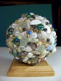 Prepara una gran variedad de complementos y objetos decorativos utilizando las conchas, caracoles, estrellas de mar, maderas, y todo aquello que nos regala el mar...