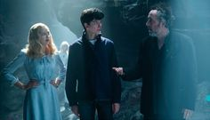 We have added x02 new on set photos of Ella with Tim Burton and the rest of the Miss Peregrine's Home for Peculiar Children cast