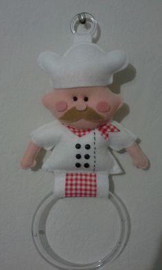 Dicas de Porta Pano de Prato Diy Arts And Crafts, Decor Crafts, Sewing Crafts, Sewing Projects, Felt Doll Patterns, Homemade Dolls, Felt Gifts, Crochet Home Decor, Felt Dolls