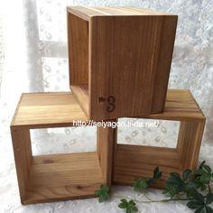 セリア☆インテリアキューブ ディスプレイボックスです。  (現在も販売されていますが若干色が異なります…。)セリア☆アイアンバスケット&ディスプレイボックスのステキな組み合わせ♪:☆いちごハウス☆