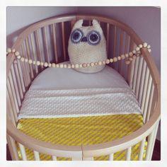 Blanket for baby crib - yellow organic cotton with ivory minky - size 100x150 cm. www.birdsandbots.nl