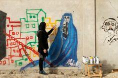 Mulheres tomam as ruas no mundo inteiro para fazer arte