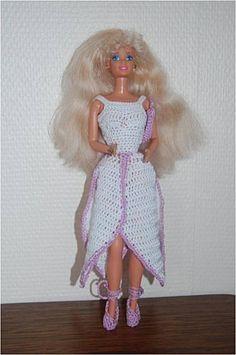 Le défilé des créations -stylistes : Barbie-fleur - Analeight Barbie Clothes, Fashion Dolls, Elsa, Creations, Disney Princess, Crochet, Nostalgia, Dragon, Inspiration
