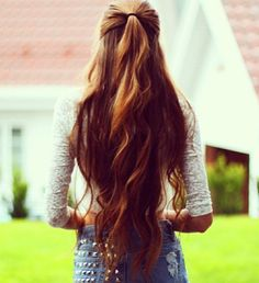 Hip length and healthy! Wavy long, curly on the tips hair <3 This will be me!