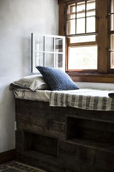 I die for this little reading nook/bunkette. Upstate home designed by Jersey Ice Cream Co., photos by Local Milk. andnorth.com