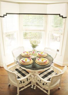 Cute little breakfast nook eclecticallyvintage.com         love these chairs!
