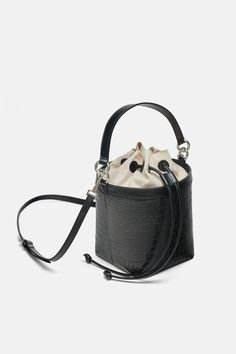 Effortlessly Make Your Handbags Complement Your Outfit Every Single Time - Best Fashion Tips Hobo Purses, Hobo Handbags, Fashion Handbags, Purses And Handbags, Fashion Bags, Zara, Sacs Design, Cute Bags, Womens Purses