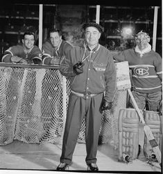 Coach Toe Blake posing in front of (l-r) Boom Boom Geoffrion, Jean Beliveau, and Jacques Plante Hockey Goalie, Hockey Teams, Hockey Players, Ice Hockey, Montreal Canadiens, Nhl, Hockey Pictures, Hockey Room, Sports Personality