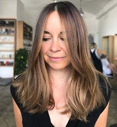 F R E E H A N D  Here we used only #freehand painting to lighten and brighten out this client's previously brassy tinted brunette. We kept her natural #balayage to the part and then #zonetone to create depth! Freehanded with @olaplexau  40 processed for 45  zone 1 & 2 07nb 06nb zone 1 hairline 08n  global 09nb 09n 09v - 20 minutes total. Hair by @michaelkellycolourist. #edwardsandco #edwardsandcoalexandria #olaplexau