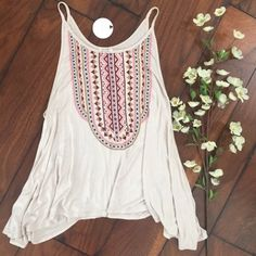 """En Creme Pattern Tank En Creme Taupe Colored Tank. Pattern on Front and Solid on the Back. Higher Scoop Neckline. Lightweight Comfortable Loose Fit. 95% Rayon 5% Spandex. Size Small. Brand New with Tags.   ✨Use the """"Buy Now"""" or """"Add to Bundle"""" Button to select your size for Purchasing✨ En Creme Tops Tank Tops"""
