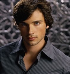 Tom Welling. My ETERNAL celebrity crush. i mean, look at him! OMG