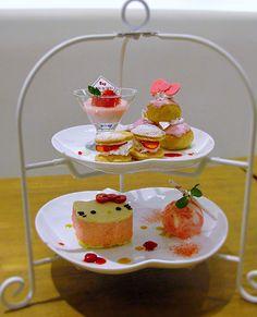 東京・お台場のハローキティカフェに春の限定メニュー登場 - 苺のティラミスやパフェ、ラテなどの写真8