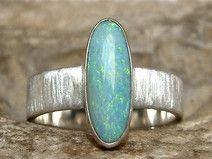 Edler Silberring mit einem wunderschönen Opal