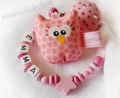 Schnullerkette mit Namen und rosa Mini-Eule 16972 von Schnullerkette mit Namen auf DaWanda.com