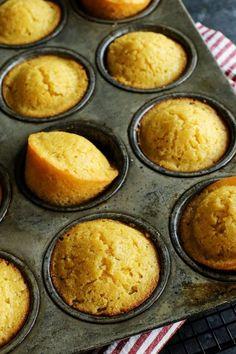 Sweet Cornbread Muffins, Buttermilk Muffins, Buttermilk Cornbread, Baking Muffins, Corn Muffins, Cornmeal Muffins Recipe, Cornmeal Recipes, Bread Baking, Bolo Tipo Pullman