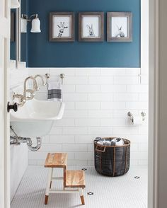 Perhaps the coolest children's bathroom ever?? Design by @kristinacrestindesign //  by @jaredkuziaphotography // Full tour on ruemag.com.