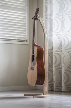 Diy Guitar Stand, Wooden Guitar Stand, Guitar Display, Guitar Rack, Music Studio Room, Ukelele, Guitar Building, Wooden Art, Stand Design