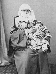 [Ottoman Empire] A Mother and Her Child, Istanbul, 1880s (Bir Osmanlı Annesi ve Çocuğu, İstanbul, 1880'ler)