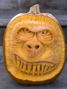 What do monkeys and Halloween have in common? Absolutely nothing, but that doesn't mean you can't turn your pumpkin into a terrifying gorilla with extra-large teeth and a smoldering expression. Halloween Jack, Holidays Halloween, Halloween Pumpkins, Halloween Crafts, Halloween Decorations, Halloween Stuff, Halloween Images, Happy Halloween, Halloween Party