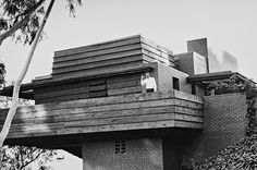 essay on frank lloyd wright