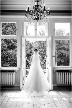Als Hochzeitsfotografin in der wunderschönen Location Schloss Eldingen bei Celle Wedding Dresses, Fashion, Marriage Anniversary, Dress Wedding, Marriage Dress, Wedding Bride, Laid Back Wedding, Wedding In A Church, Civil Wedding