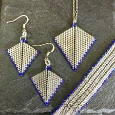 Sometimes, simple is best. Beaded Earrings, Beaded Jewelry, Beaded Bracelets, Bead Crochet Rope, Christmas Toys, Crochet Necklace, Triangle, Celine Dion, Photo And Video