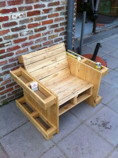 Teds Wood Working - Wood Profits - Self made pallet bench - Discover How You Can Start A Woodworking Business From Home Easily in 7 Days With NO Capital Needed! - Get A Lifetime Of Project Ideas & Inspiration! Wooden Pallet Projects, Wooden Pallet Furniture, Pallet Crafts, Woodworking Projects Diy, Woodworking Furniture, Wood Pallets, Diy Furniture, Pallet Ideas, Diy Projects