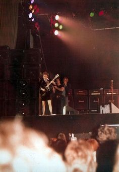 1978/04/30 - GBR, Glasgow, Apollo | Highway To ACDC : le site francophone sur AC/DC Ac Dc, Glasgow, Rock Bands, Rain Fall Down, Malcolm Young, Woodstock, Bon Scott, Hard Rock, Angus Young