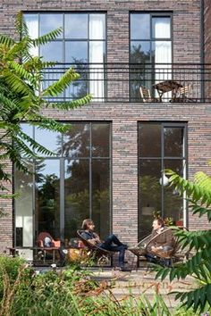 In one of the oldest streets in #Rotterdam, Paul de Ruiter Architects + Chris Collins designed the renovation of a monumental #townhouse. While maintaining the existing framework of the villa, they completely restructured the floor plans #facade #bricks