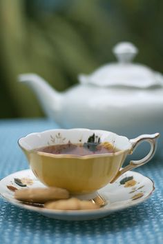 My name is Emma and I love the art of Afternoon Tea! I know afternoon tea inside and out, I've worked in multiple tea houses over 10 years and love to go to any afternoon tea place. Coffee Time, Tea Time, Vegan Teas, Tea And Books, Cuppa Tea, Tea Cakes, My Tea, Cacao, Tea Recipes