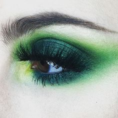 Being Green ___ This stunning display is the work of the amazing ! She used matte loose eyeshadow in 'Stheno' along with products from and to put this gorgeousness together. ____ Stop by our website NOW alon. Makeup Goals, Makeup Inspo, Makeup Inspiration, Beauty Makeup, Hair Makeup, Green Eyeshadow Look, Green Makeup, Makeup Dupes, Eyeliner Makeup