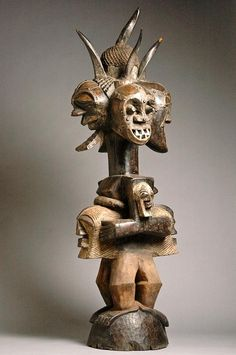 Africa | 4 head power figure from the Songye people of DR Congo | Wood, metal, copper, horns, animal skin, teeth, pigment | ca. Mid 20th century