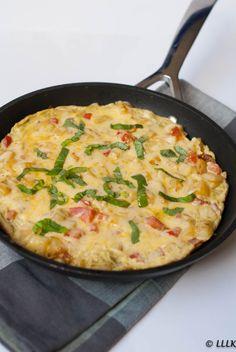 Aardappel tortilla met pesto en tomaat Mashed Potato Recipes, Potato Dishes, Bbc Good Food Recipes, Cooking Recipes, Yummy Food, Vegetarian Recepies, Boat Food, Buffet, Keto Food List