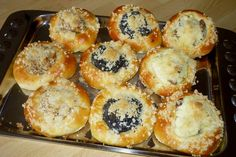 Úžasné kysnuté koláče s tvarohovou, makovou, orechovou a lekvárovou plnkou. Muffin, Vegan, Breakfast, Food, Hampers, Morning Coffee, Essen, Muffins, Meals