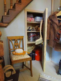 Miniasiat mielessä: Sisäänkäynti mummulaan * #mini #miniatyyri #nukkekoti #nukketalo #eteinen #miniature #dollhouse